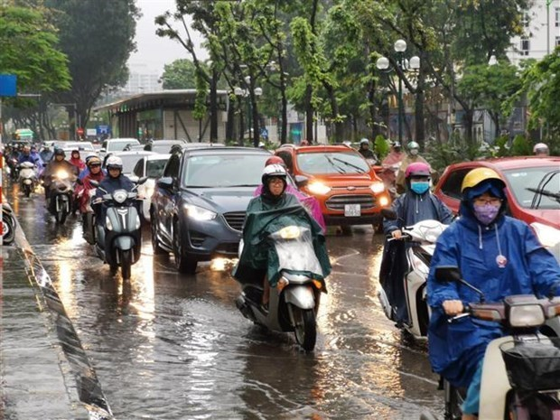 Heavy rain, flash floods forecast to continue in Vietnam's northern and central regions over weekend