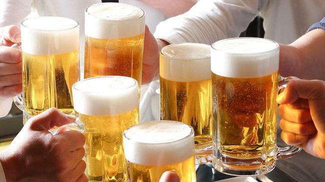 Tranh cãi cấm bán rượu bia theo giờ, chỉ được uống tại nơi quy định