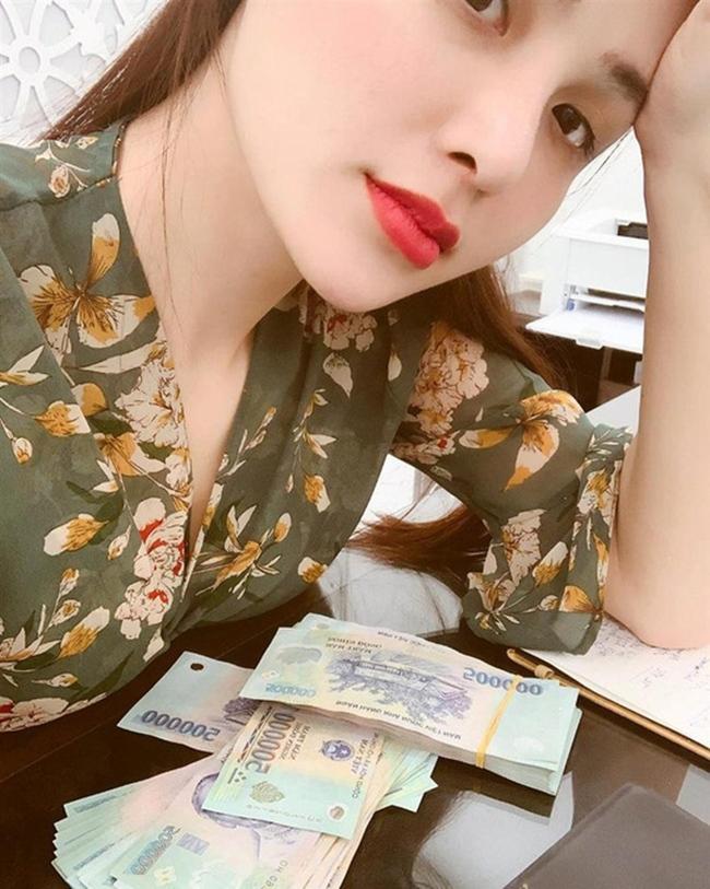 Cuộc sống trái ngược của 4 nàng hậu có phát ngôn 'xóc óc' về tiền bạc