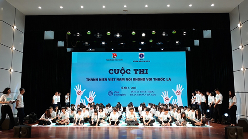 Hàng nghìn sinh viên mít tinh ký cam kết không hút thuốc lá