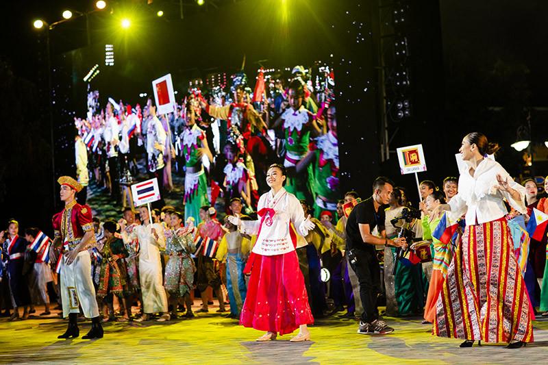 Lễ hội Carnival hoành tráng chưa từng có ở Vinpearl Land Nam Hội An