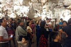Ha Long Bay caves face tourist overload