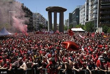 """CĐV Tottenham vs Liverpool """"đại náo"""" đường phố Madrid"""