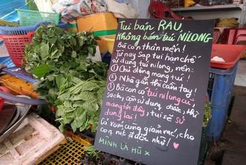 """Tiểu thương bán rau, quyết không bán túi ni-lông gây """"sốt"""" cộng đồng mạng"""