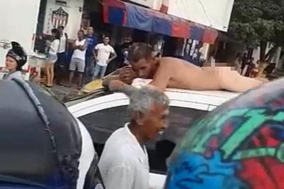 Bắt quả tang ngoại tình tại giường, vợ yêu cầu chồng khỏa thân diễu phố