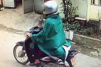 Hàng trăm cảnh sát vây bắt tên cướp ngân hàng mặc áo mưa ở Phú Thọ