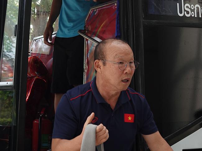 Công Phượng bơ phờ hội quân cùng tuyển Việt Nam ở Thái Lan