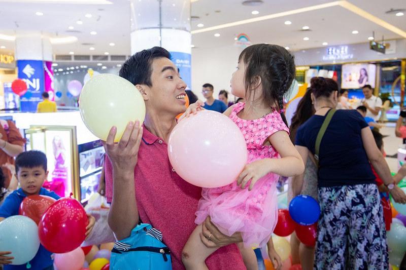 Vincom gửi hàng nghìn 'vé trở về tuổi thơ' cho các gia đình VN