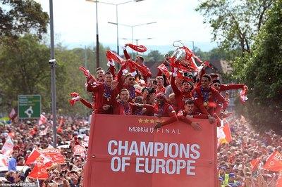 Liverpool diễu hành mừng chức vô địch C1 chưa từng thấy