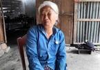 Mẹ già bật khóc đau đớn vì tự tay xích con 16 năm