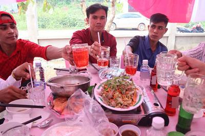 Đám cưới đầu tiên ở Bình Phước 40 mâm không một chai bia, rượu