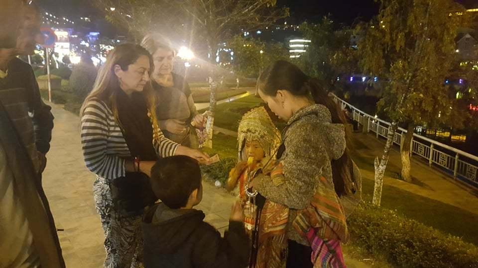 Trẻ em,Sa Pa,Du khách,Bán hàng rong