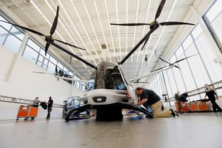Xe bay đầu tiên trên thế giới sắp ra mắt