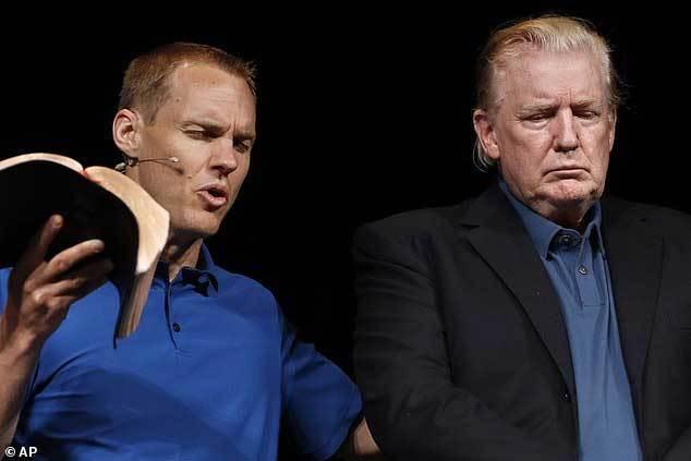 Ông Trump gây bão mạng với kiểu tóc mới