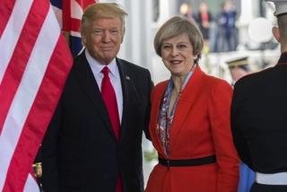 Chưa tới Anh, ông Trump đã liên tục 'đụng chạm' chủ nhà