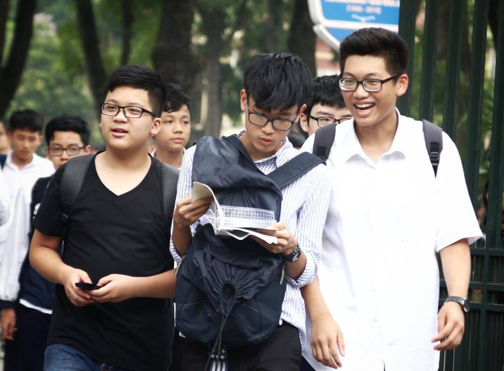 """Thi Tiếng Anh và Sử lớp 10 Hà Nội, thí sinh 'không ngờ đề dễ như vậy"""""""