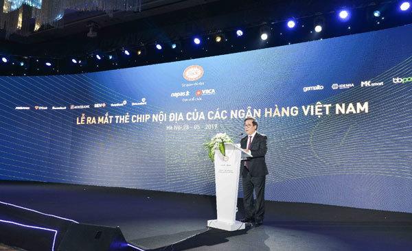 Vietcombank tiên phong phát hành thẻ chip nội địa