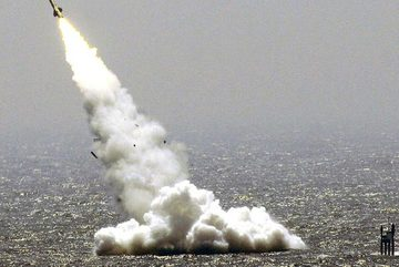 Căng thẳng với Mỹ leo thang, TQ bất ngờ thử tên lửa đạn đạo mới