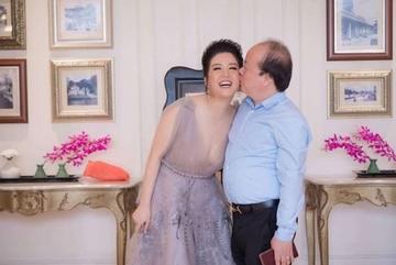 Cuộc tình của Đinh Hiền Anh và Thứ trưởng vừa bị kỷ luật cảnh cáo