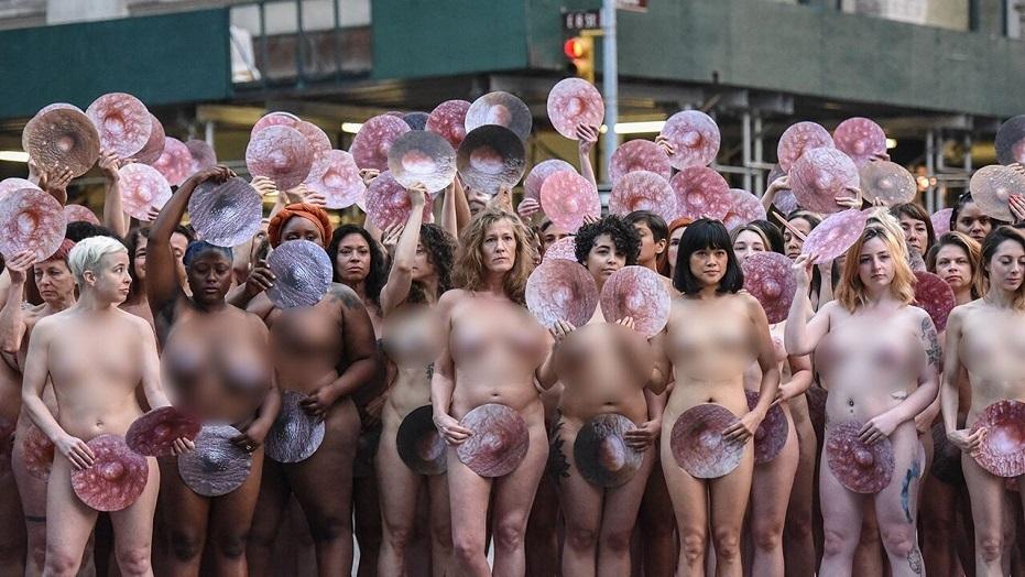 Facebook,Instagram,mạng xã hội,kiểm duyệt,gỡ bỏ,khỏa thân,trần truồng,nghệ thuật,biểu tình