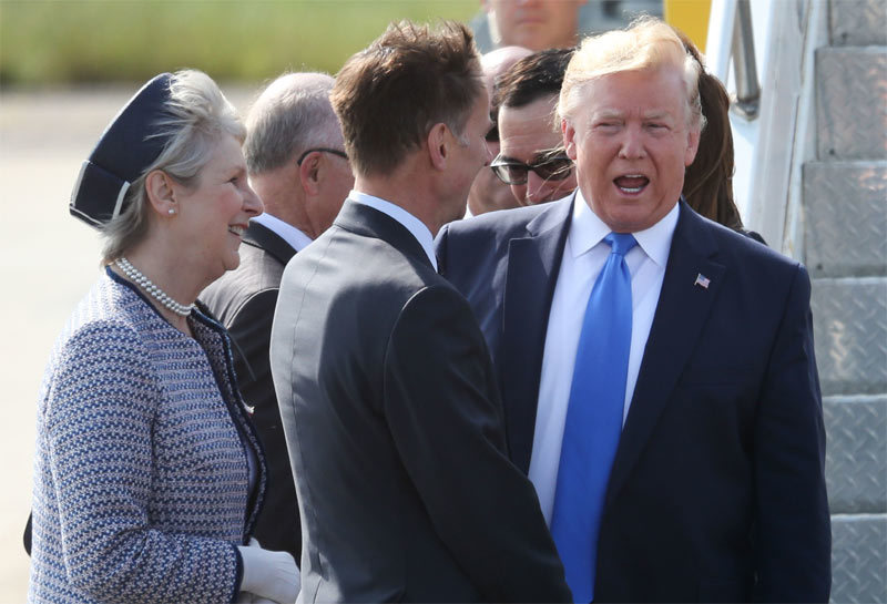 Những hình ảnh đầu tiên của ông Trump tại Anh
