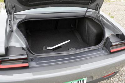 Bán đấu giá ô tô, tá hỏa thấy tội phạm nằm trong cốp xe