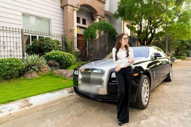 'Mỹ nữ Vũng Tàu đi xe 70 tỷ' và loạt người đẹp showbiz sở hữu xế sang