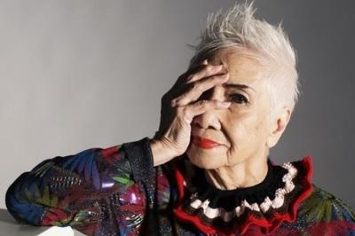 Cụ bà gần 100 tuổi vẫn tự tin tỏa sáng làm người mẫu chuyên nghiệp