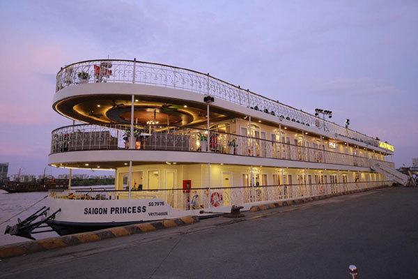Dạ tiệc tháng 6 trên du thuyền 5 sao bậc nhất Sài Gòn