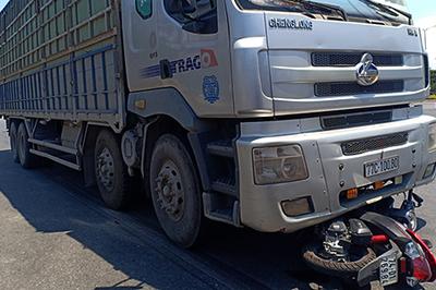 Cô gái bị xe tải cuốn vào gầm, tử vong ở Đà Nẵng