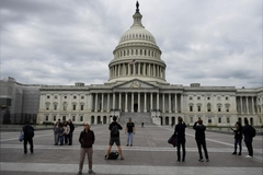 Trung Quốc cảnh báo công ty, du khách về rủi ro khi ở Mỹ