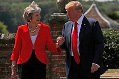 Vì sao Thủ tướng Anh tặng ông Trump bản sao Hiến chương Đại Tây Dương?