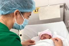 Bé sơ sinh nặng 1,8 kg bỏ rơi tại bệnh viện Sài Gòn