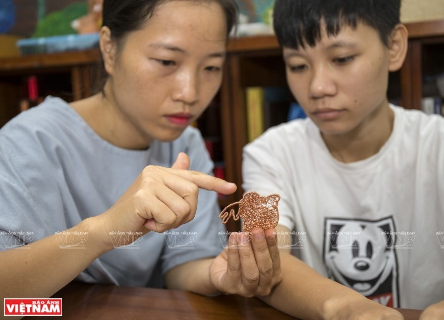 Pioneer in making items from copper wires