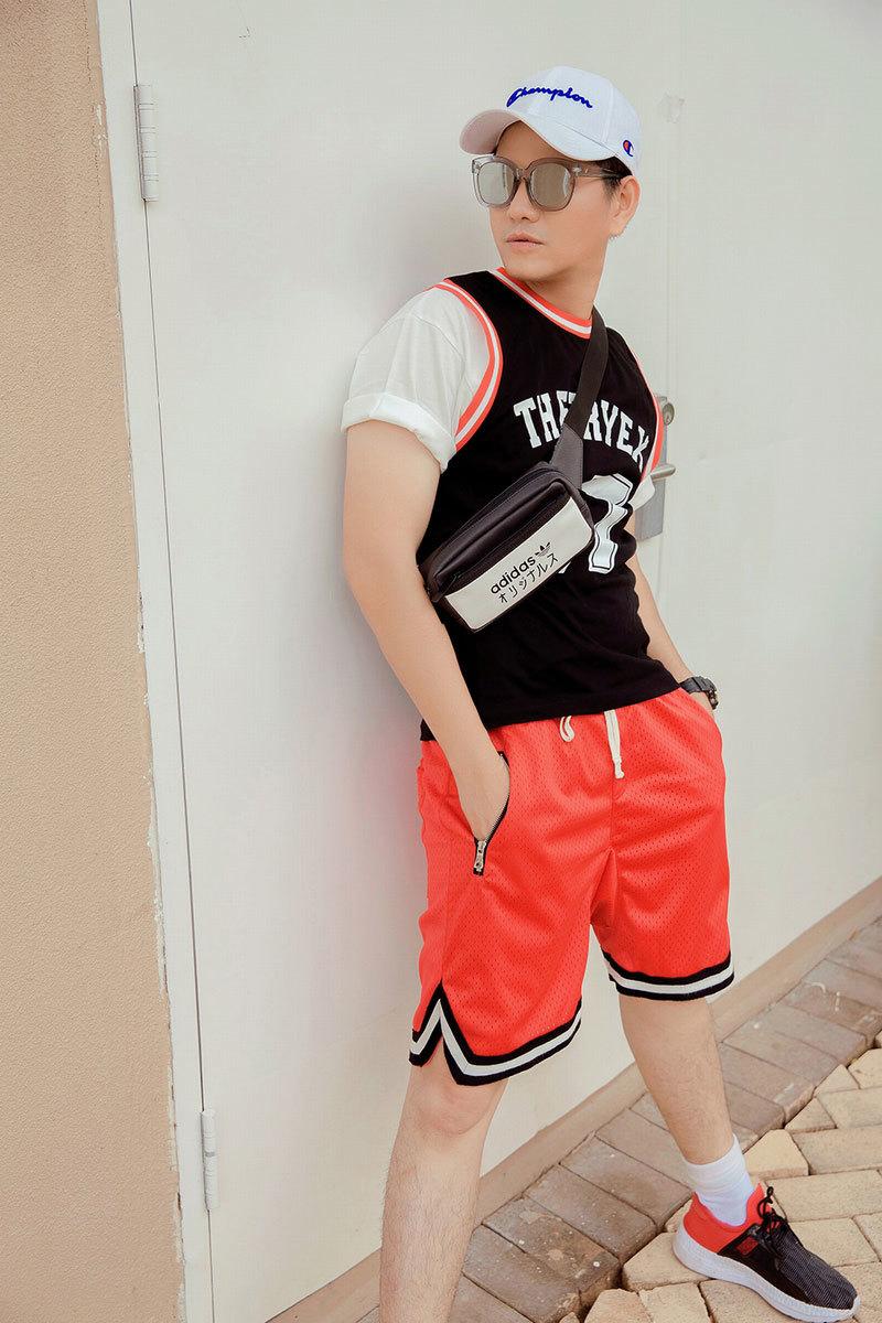 MC 'Tình Bolero' biến hóa trong các trang phục mùa hè