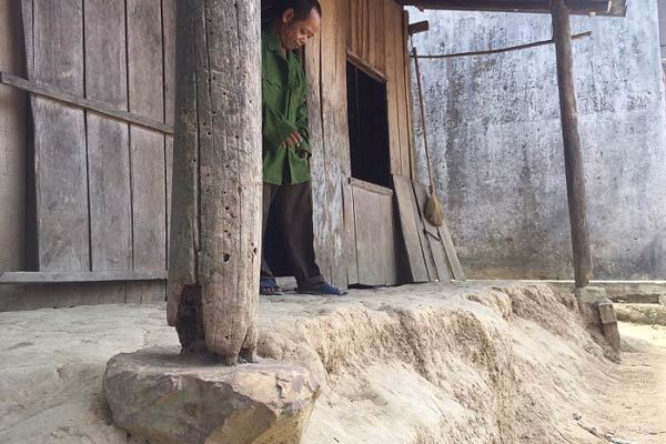 Tâm sự của người đàn ông dân tộc trong căn nhà rách nát