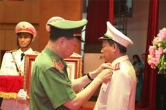 Thứ trưởng Công an Lê Quý Vương nhận huân chương Quân công hạng nhất