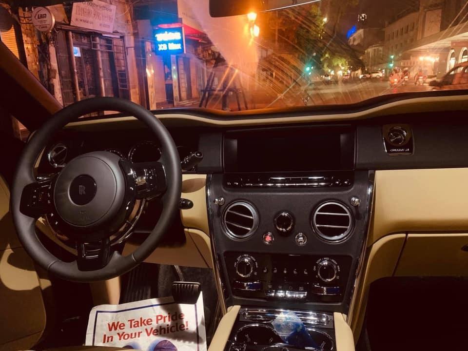1 tháng 3 siêu xe Rolls-Royce Cullinan giá 45 tỷ về Hà Nội