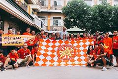 Cựu danh thủ Hồng Sơn và fan Việt tiếp lửa cho tuyển Việt Nam