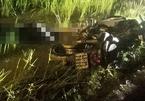 Người đàn ông chết úp mặt dưới ruộng, cạnh xe máy