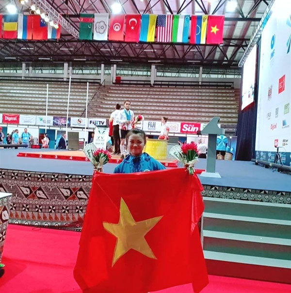 Vietnamese lifters Phuong, Thi win golds at world champs