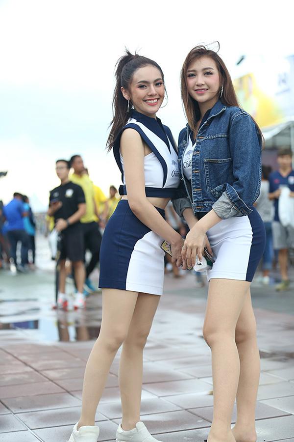 Bóng hồng đua nhau khoe sắc trước trận Thái Lan vs Việt Nam