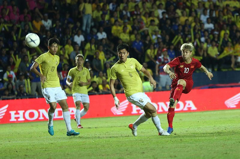 Hạ Thái Lan phút cuối, Việt Nam vào chung kết King's Cup