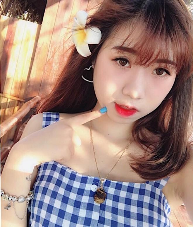 Bùi Tiến Dũng,Văn Lâm,Công Phượng,Văn Toàn,King's Cup,Tuyển Việt Nam,Hot girl