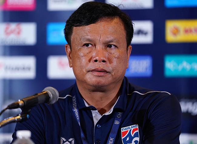 HLV Sirisak: Thái Lan vẫn là số 1 ĐNÁ dù thua Việt Nam