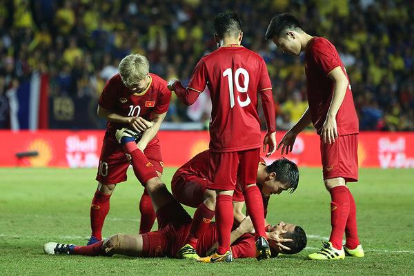 """Ghi """"bàn thắng vàng"""", Anh Đức ngất lịm vì sướng và... chuột rút"""
