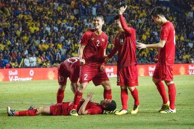 """Video Anh Đức """"xé lưới"""" Thái Lan đưa Việt Nam vào chung kết"""