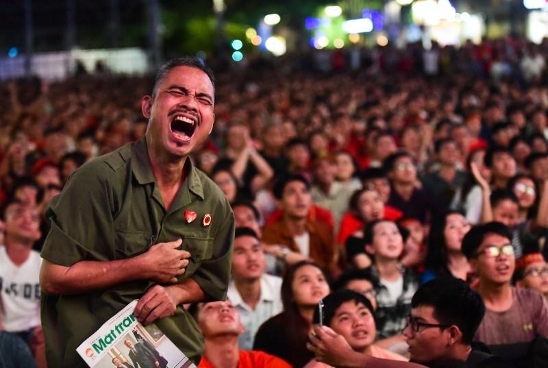 Cổ động viên Sài Gòn vỡ òa khi tuyển Việt Nam thắng Thái Lan 1-0