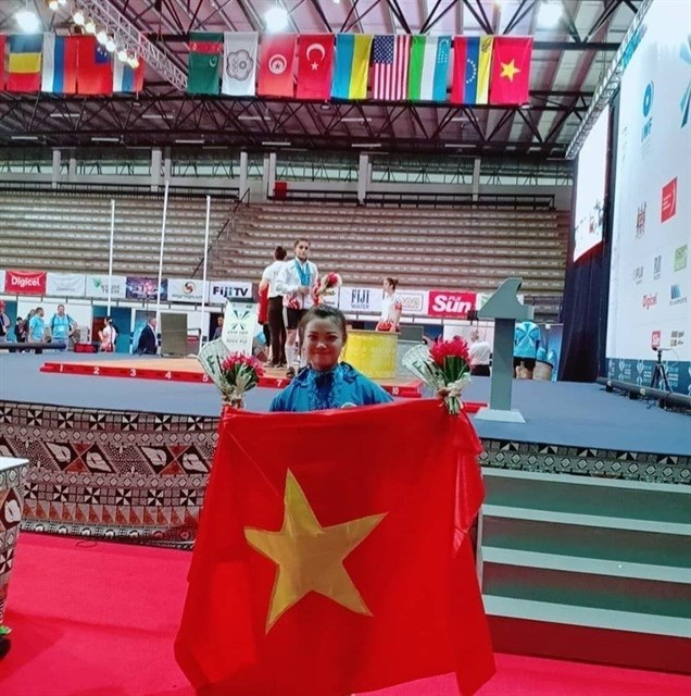 Vietnamese weightlifters win gold at world championship
