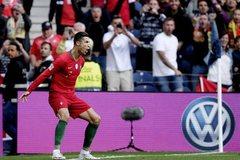 Ronaldo lập hat-trick, Bồ Đào Nha vào chung kết Nations League